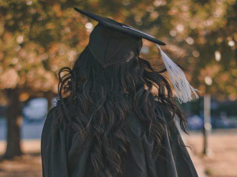 高卒でアパレル業界入りは可能?正社員として転職するための近道をご紹介