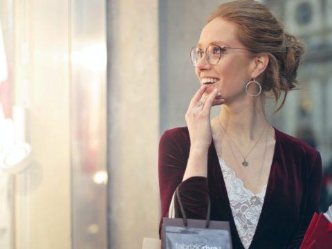 女性にとってのアパレル業界の働きやすさは?働きやすい職場の特徴もあわせて紹介