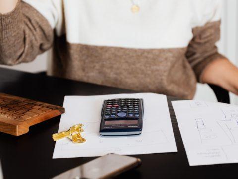 アパレル業界での持っていると有利な資格は!? ❘転職情報