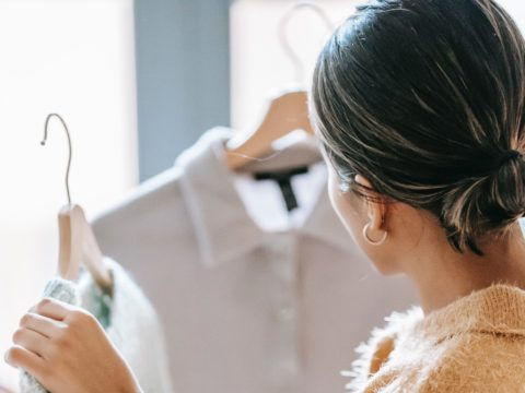 服が好き!アパレル販売員の求人の見方を解説❘転職情報